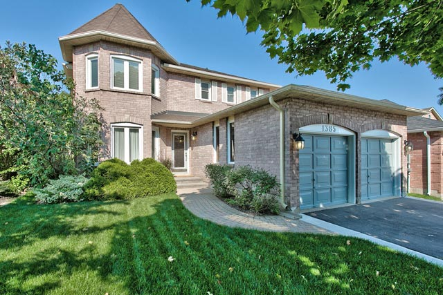 Four bedroom home for sale at 1385 Chalfield Drive, Oakville, Ontario