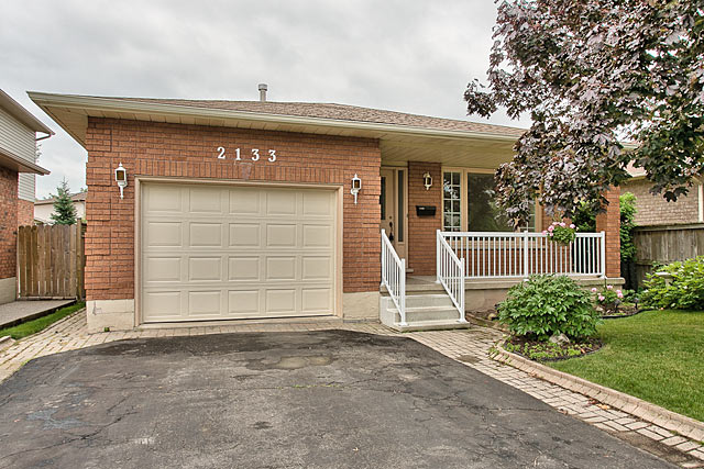 2133 Salma Crescent, Burlington - Two Plus One Bedroom Bungalow For Sale in Headon Forest
