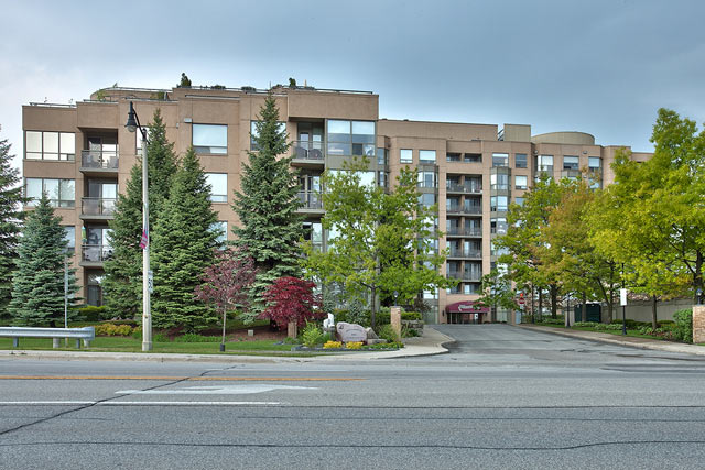 One Bedroom Condo for Rent in Bronte at 404-2511 Lakeshore Road W, Oakville