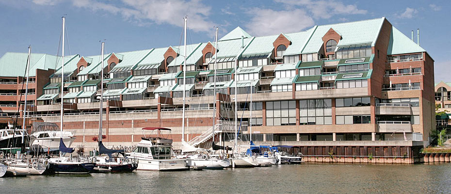 One Bedroom Plus Den Loft Style Condo For Sale In Bronte at Stoneboat Quay - 100 Bronte Road
