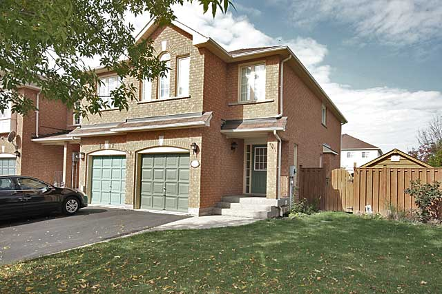 4419 Vallence Drive, Burlington - Three Bedroom Townhome For Rent