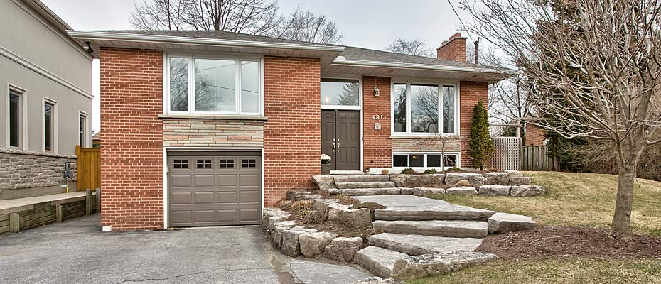 481 Willis Drive, Oakville - renovated bungalow for sale with large family room addition.