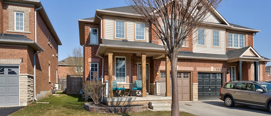 Three Bedroom Semi For Sale in the Orchard - 5405 Kindos Street, Burlington